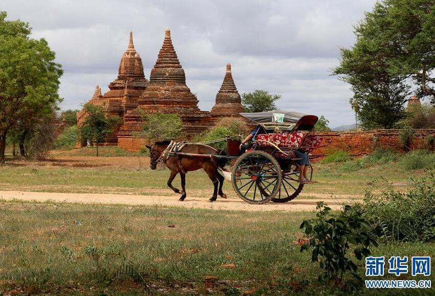 这是7月5日拍摄的缅甸蒲甘古城。第43届世界遗产大会6月30日至7月10日在阿塞拜疆巴库举行。在本届大会上,缅甸的蒲甘古城被列入联合国教科文组织世界遗产名录。蒲甘坐落在缅甸中部平原的伊洛瓦底江畔,是一处欣赏佛教艺术和建筑的圣地。该遗址由8个遗产点组成,内有大量寺庙、�@堵坡、修行所、朝圣地以及考古遗迹、壁画和雕塑,展示了11-12世纪的蒲甘文明。新华社发(吴昂 摄)