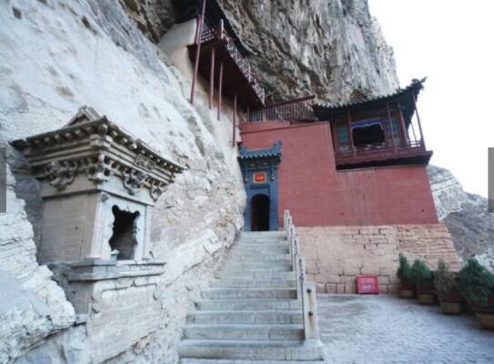 山西是一个历史文化特别深厚的地方,有这样一句话不知道你听过没有,中国五千年的历史要看山西,如果你喜欢历史文物古建筑,那就来山西吧,光是一千多年的悬空寺都让人惊叹不已
